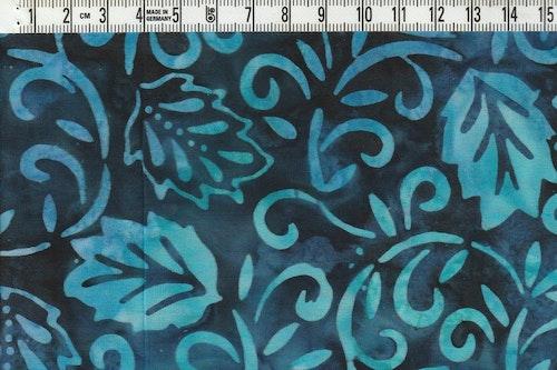 Turkost och blått på mörkblått. Balibatik ca 110 cm brett