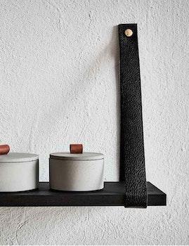 Vägghylla med läderband, svart