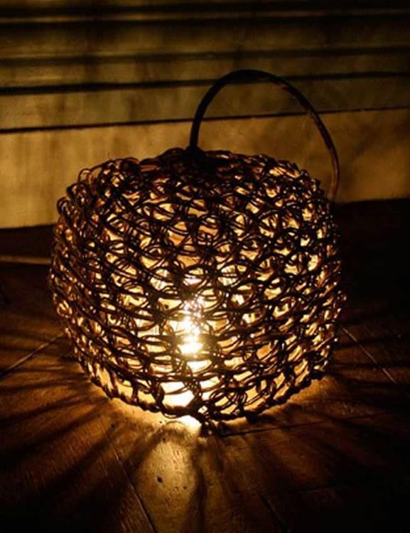 Best Before, handknuten lampskärm i återvunnet papper.
