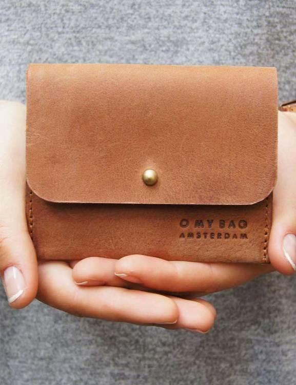 Ljusbrun korthållare med lock, naturgarvat läder