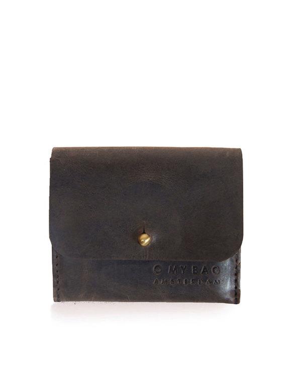 Mörkbrun korthållare med lock, naturgarvat läder