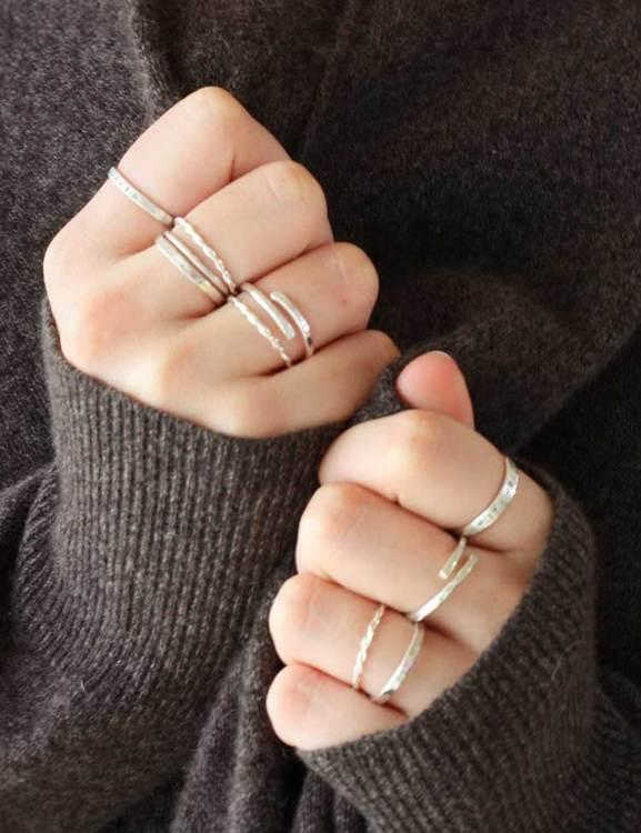 Handgjorda ringar av återvunnet silver
