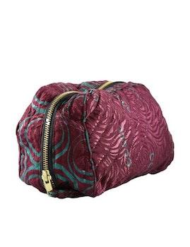 Sminkväska | necessär vinröd återvunna sari