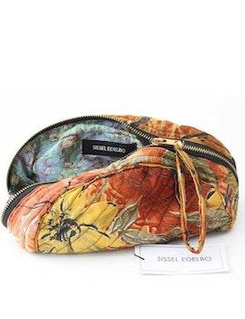 Sminkväska | necessär storblommig återvunna sari