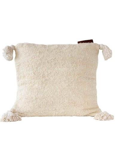 Kuddfodral återvunnen textil vit tofs