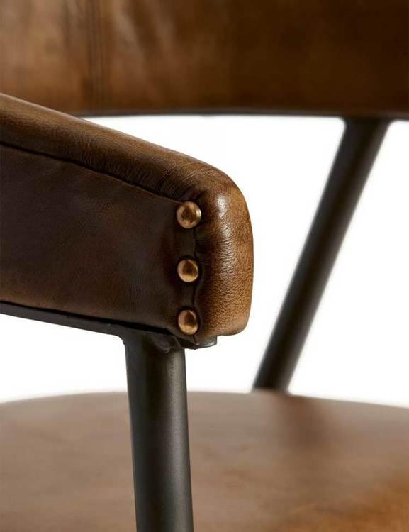 Karmstol naturgarvat läder, patina