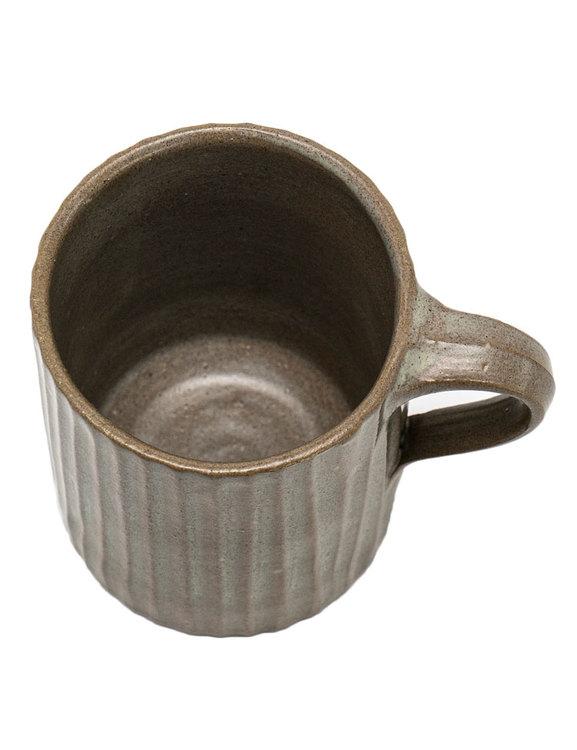 Handdrejad brun mugg, The House of Fair Trade.