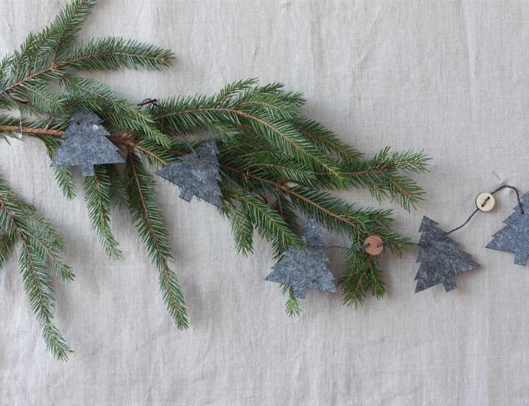 Julgirlang granar, återvunnen plast