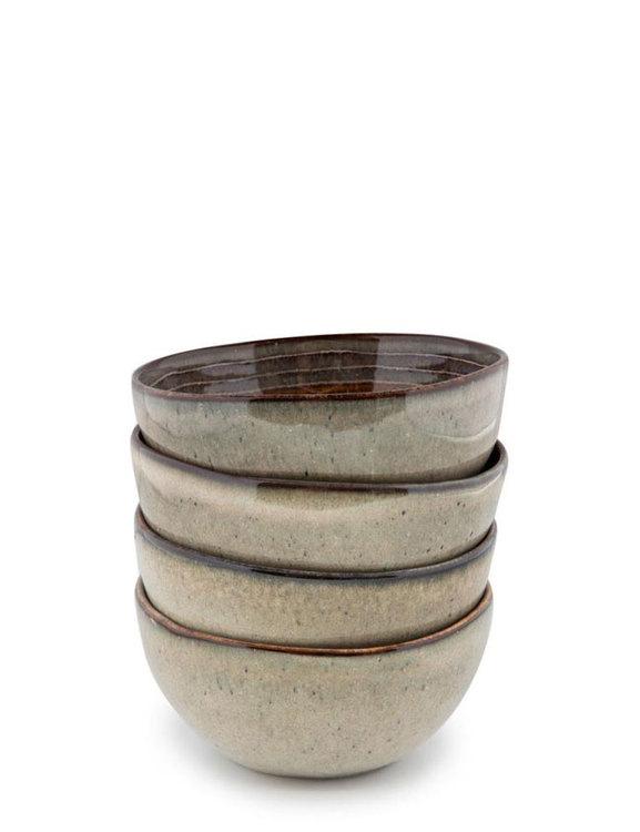 Handgjorda keramikskålar, jordfärger.