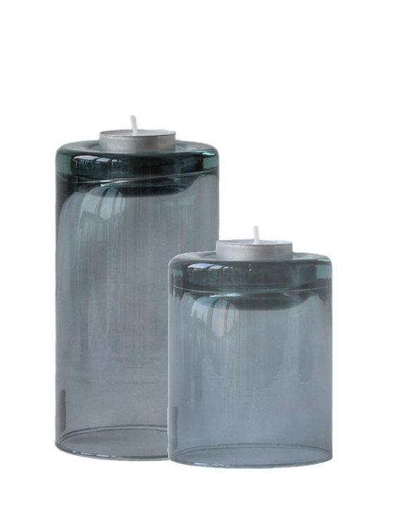 Värmeljushållare av återvunnet glas, två storlekar. Färg mauve taupe.
