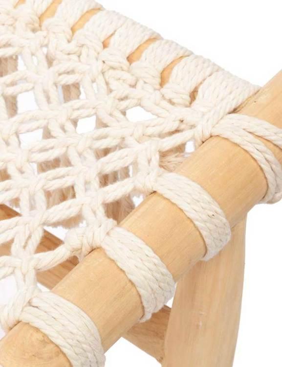 Handgjord fåtölj i trä och sits i bomullsrep