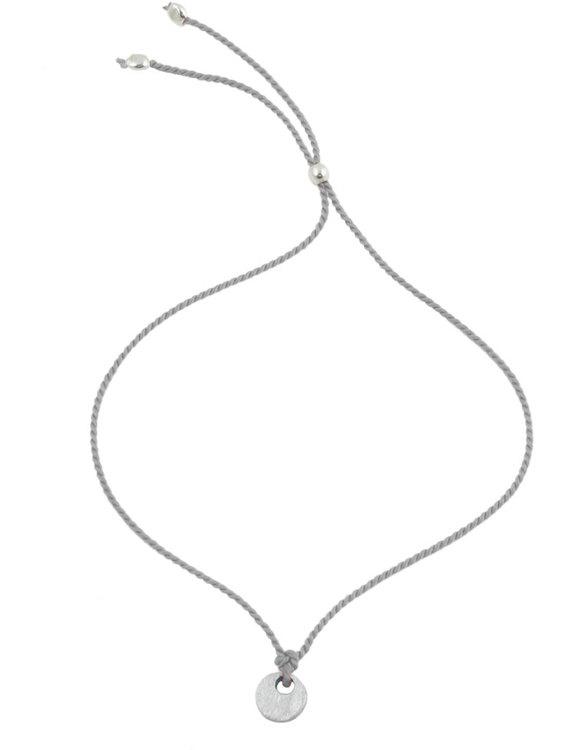 Armband grå silkestråd