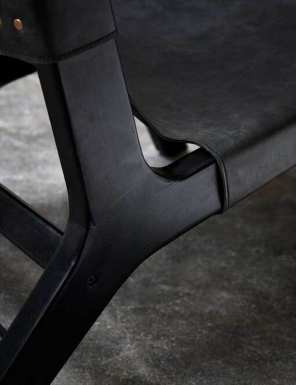Loungefåtölj trä och naturgarvat läder