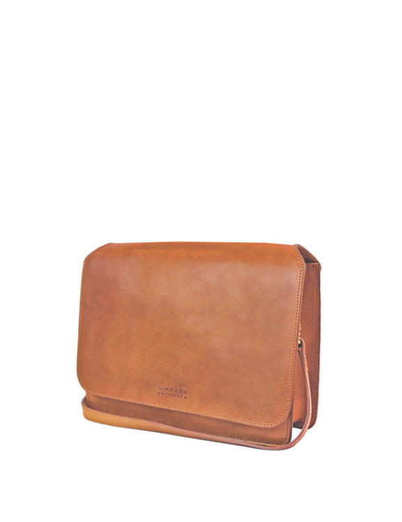 Klassisk axelremsväska i brunt läder