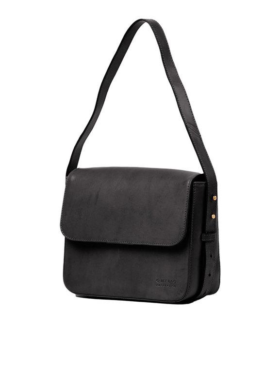 Axelremsväska svart från O My Bag