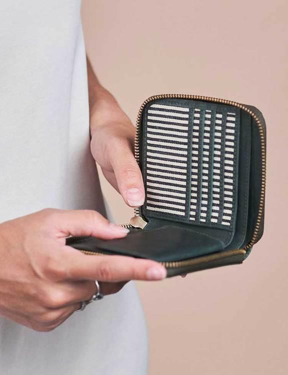 O My Bag grön plånbok, naturgarvat läder