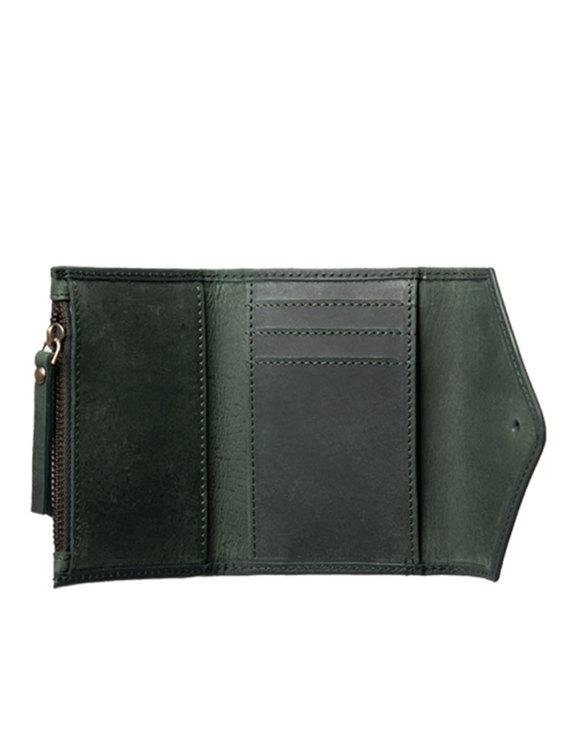 Praktisk plånbok i grönt naturgarvat läder