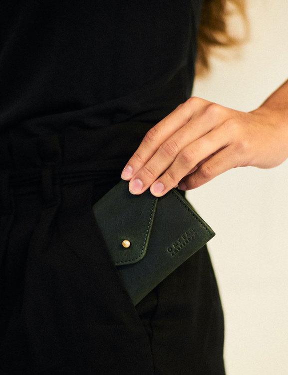 Stilig plånbok i grönt, naturgarvat lädr