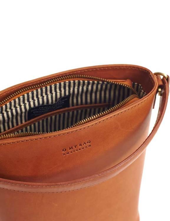 Snygg och smart bucket bag med mycket plats