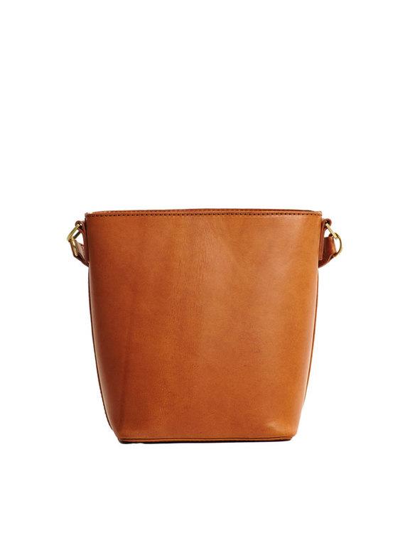 Cognacsfärgad väska naturgarvat läder