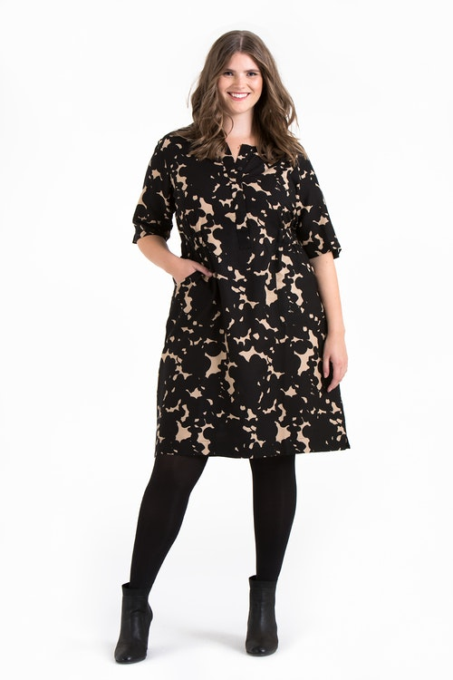 Mie klänning Ink svart/beige