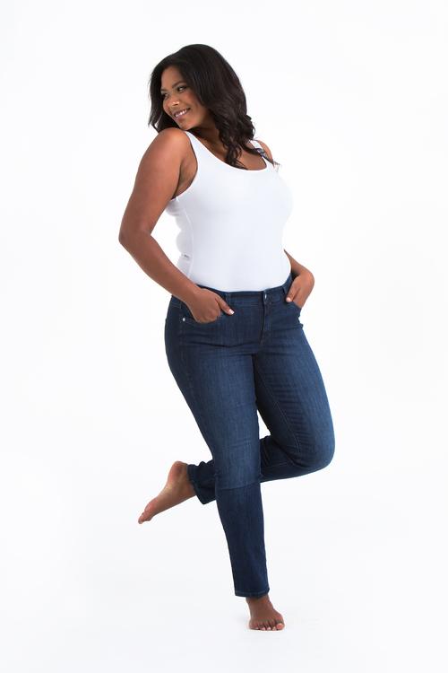 Blåa Power Jeans i stora storlekar, helbild.