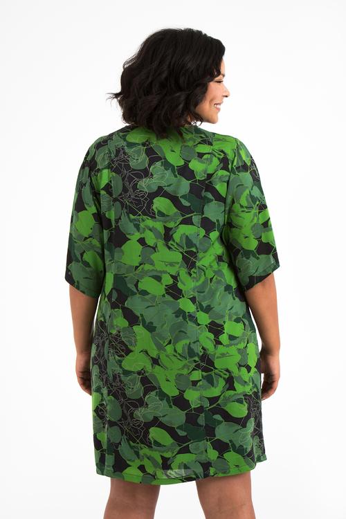 Jonna svart & grön klänning i stora storlekar, ryggen.