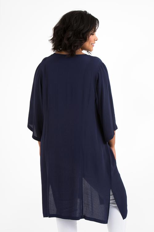 Blå kimono i stora storlekar. Baksida.