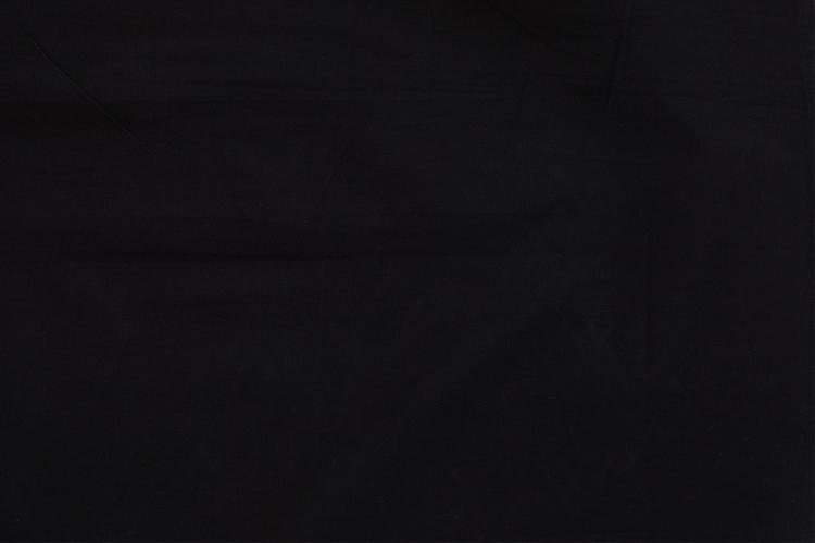 Närbild på skjortans svarta färg. Finns även i fler färger.