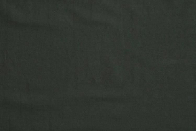 Närbild på tunikans mörkgröna färg.