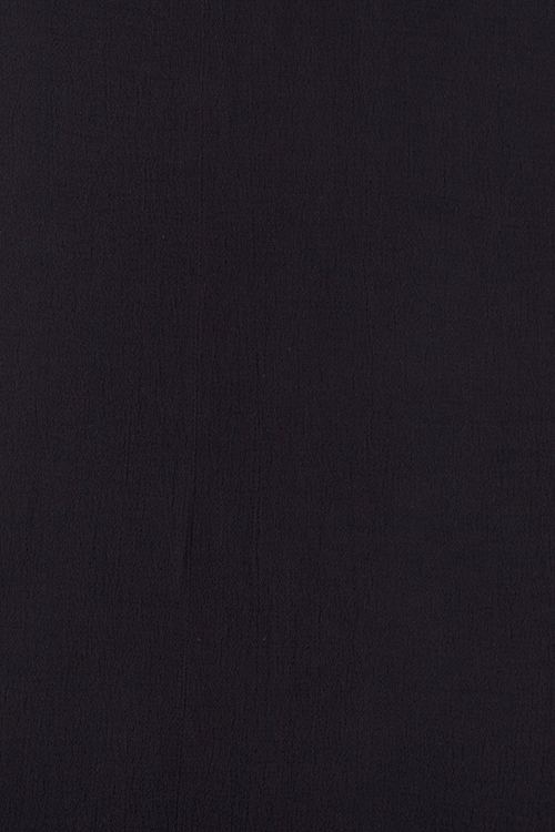 Julia, svart klänning i stora storlekar, textur och färg.