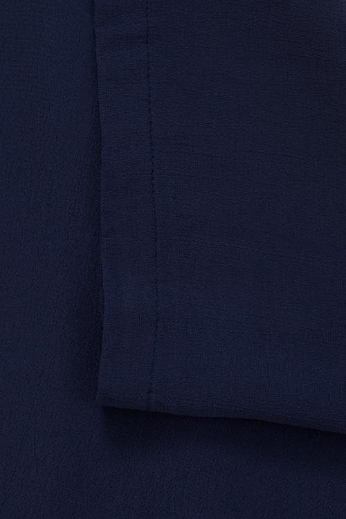 Julia, blå klänning i stora storlekar, textur och färg.