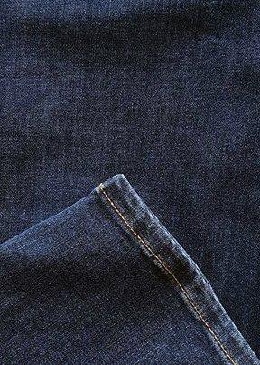 Blåa Power Jeans i stora storlekar, färg och textur.
