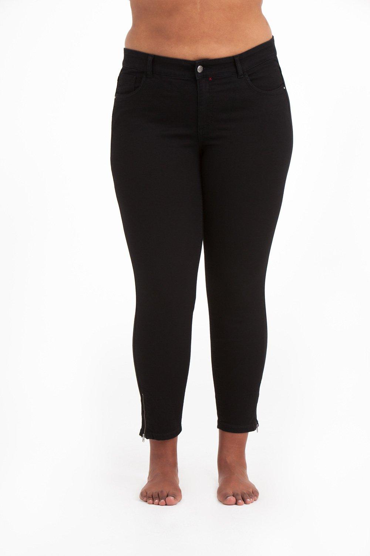Svarta Power Zip Jeans i stora storlekar, framifrån.
