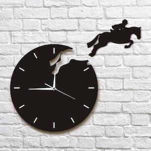 Klocka med hoppande häst