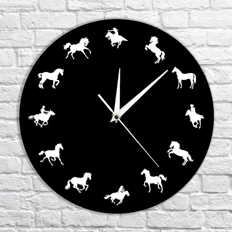 Klocka med hästar