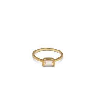 Tiny Baguette Ring Gold