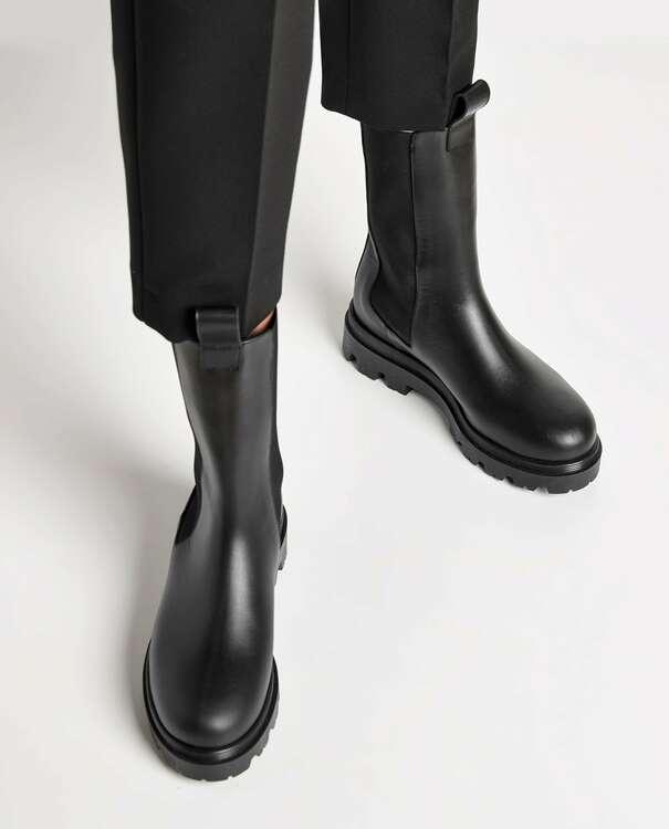 Lia Boot Black Flattered