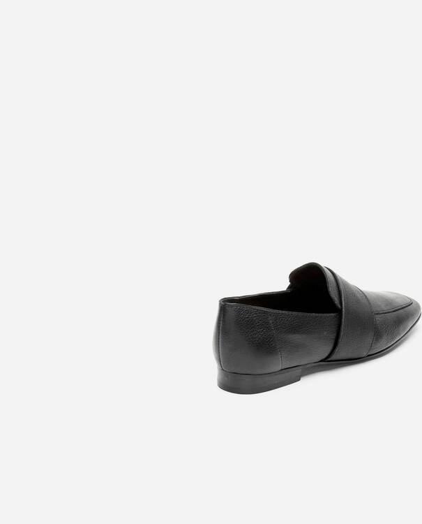 Vivi Leather Black Flattered