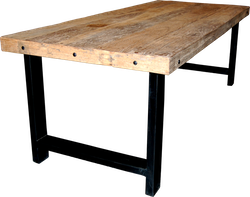 Massivt matbord