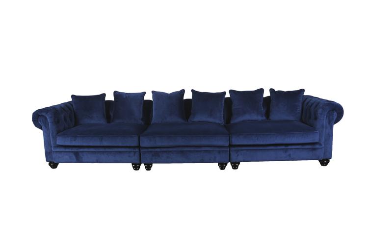 Blå sammet soffa