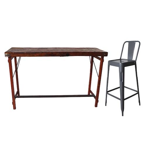 Högt bord med plåtisar