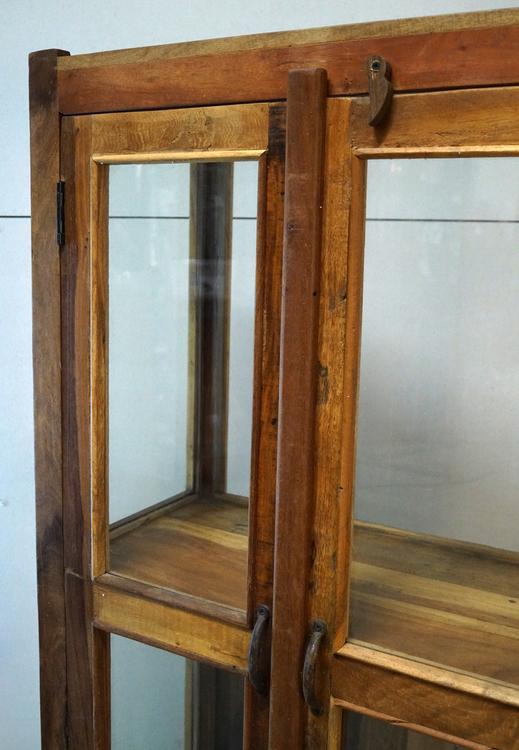 Glasskåp