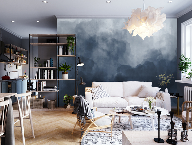 Molntapet i blå nyans framför en soffa i ett vardagsrum.