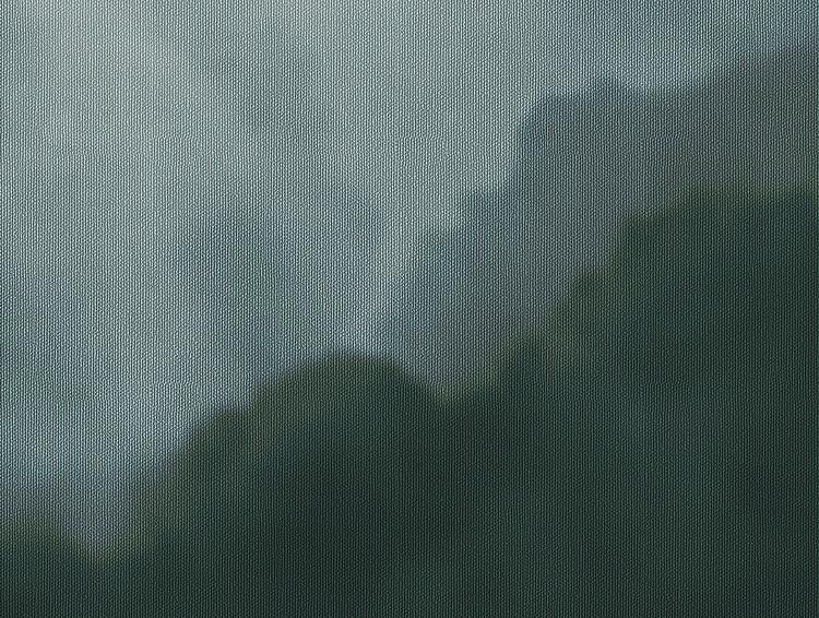 Detaljbild av blå tapet med moln.