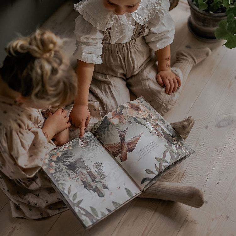 Bok Gertrud den lilla kostymören -  Mrs Mighetto