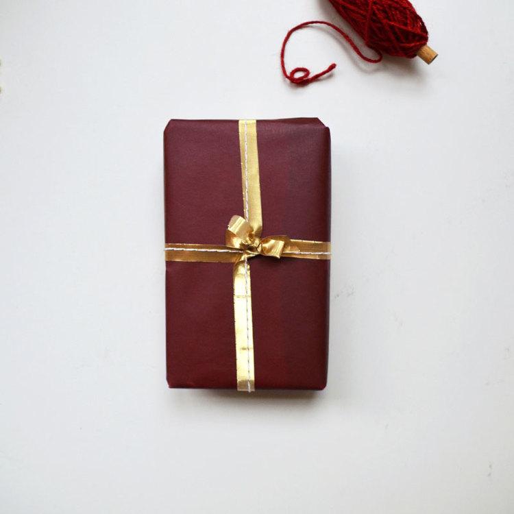 Presentpapper - Vaxat Röd