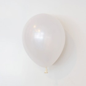 Heliumfylld latexballong 28cm - Pärlemo vit