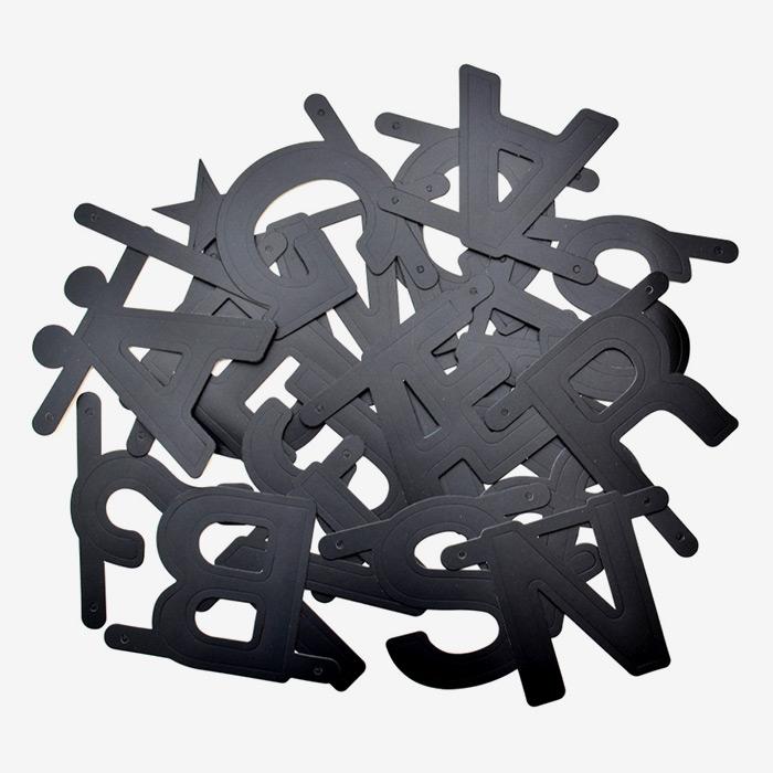 OMM Design Bokstavsbanner - svart