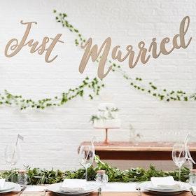 Girlang Just married - trä